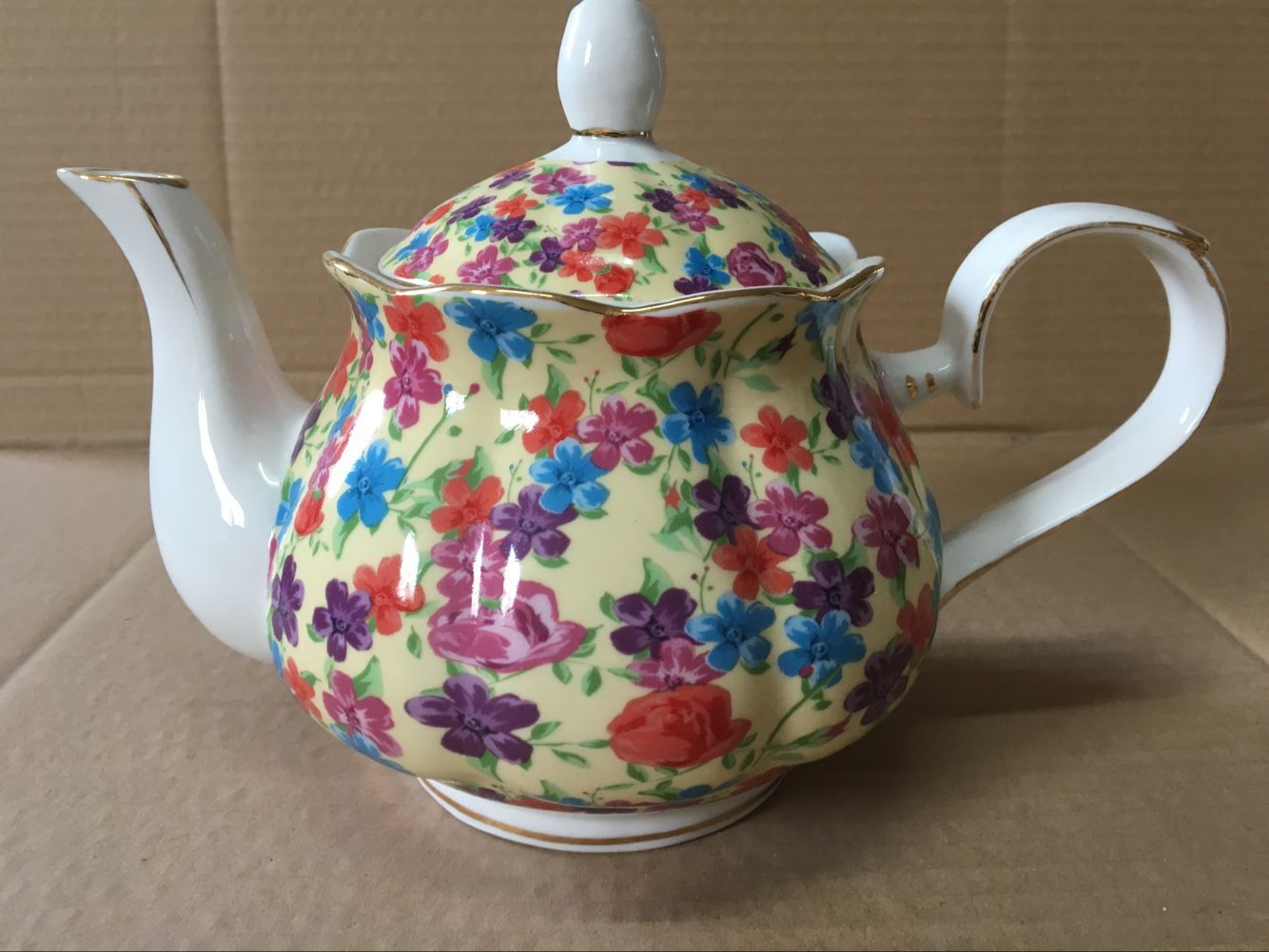 Cream Flower Garden 4 cup teapot